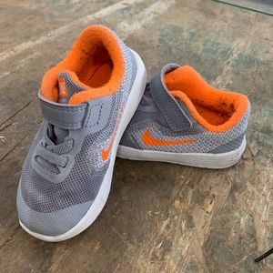 Nike Toddler Grey and Orange Sneaker shoes